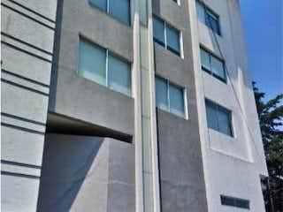 Un edificio alto con un reloj en el costado en Departamento en Venta en Lomas de Atizapan Atizapán de Zaragoza