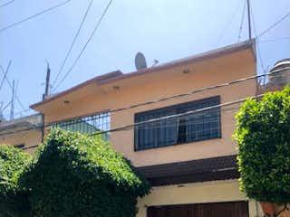 Un coche estacionado delante de una casa en Casa en venta en Virgencitas 265m²