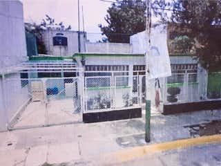 Una foto en blanco y negro de una calle de la ciudad en Casa en Venta en Hacienda de Echegaray Naucalpan de Juárez