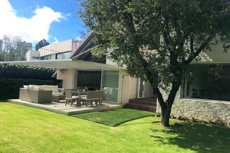 Portada Casa en venta en Bosques de las Lomas, 750 m² con jardín