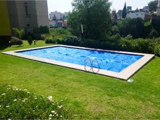 Un banco de parque azul sentado en la hierba en Departamento en Venta en La Cañada Atizapán de Zaragoza