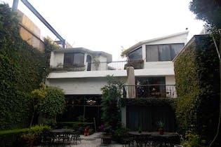 Casa en venta en Jardines del Pedregal, 593 m² con jardín