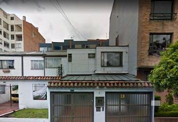 Casa-lote En Venta En Bogota Bella Suiza  cuenta con 2 niveles