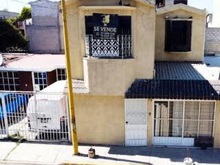 Un gran edificio con un montón de ventanas en Casa en Venta en Unidad Hab Cocem Tultitlán