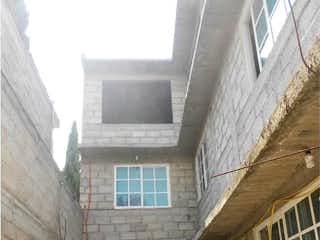 Un edificio con un reloj en el costado en Casa en Venta en Presidentes Chicoloapan