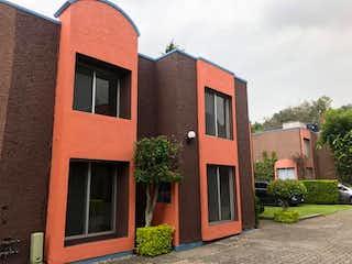 Un edificio de ladrillo rojo con una puerta roja en Casa en venta en Tablas De San Lorenzo de 150m² con Jardín...