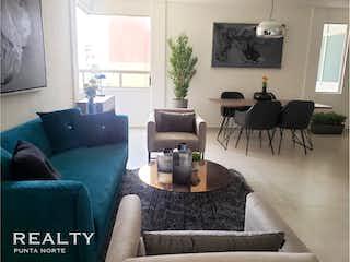 Una sala de estar llena de muebles y una televisión de pantalla plana en Departamento en venta en Hacienda Del Parque 2da Secc de 97m² con Jardín...
