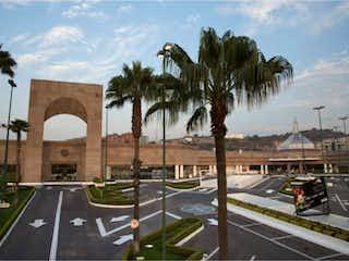 Una calle de la ciudad con una palmera en el medio en Departamento en venta en Hacienda Del Parque 2da Secc con acceso a Jardín