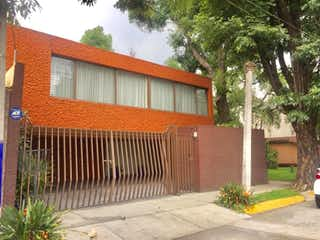 Un edificio de ladrillo rojo con un edificio de ladrillo rojo en Casa en Venta en Hacienda de Echegaray Naucalpan de Juárez