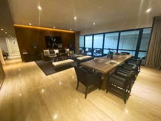 Una sala de estar llena de muebles y una televisión de pantalla plana en Departamento en venta en Fracc Lomas Country Club, 161m² con Zonas húmedas...