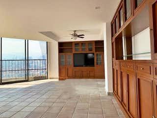 Una vista de una cocina desde el pasillo en Departamento en venta en Av. Bosque de Minas, Balcones De La Herradura, Estado de México, de 378 mts2