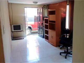 Una vista de una sala de estar y una sala de estar en Casa en venta en Privada Abraham Lincoln, Tlalnemex, Estado de México, de 144 mts2