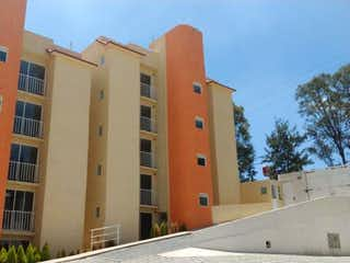 Un edificio con un gran edificio en el fondo en Departamento en Venta en Lomas Lindas 2da Secc Atizapán de Zaragoza