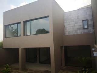 Un par de ventanas que están en una pared en Casa en Venta en Bosque Real Country Club Huixquilucan