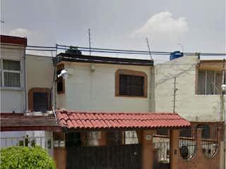 Un edificio de ladrillo con un edificio de ladrillo rojo en Casa en Venta en Bosques de México Tlalnepantla de Baz