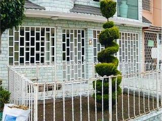 Casa en venta en Jardines De Santa Clara, Estado de México