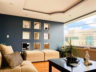 Una sala de estar llena de muebles y una ventana en Casa en Venta en Ciudad Brisa Naucalpan de Juárez