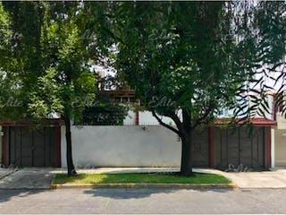Un parque con un árbol y un banco en Casa en Venta en Ciudad Satelite Naucalpan de Juárez
