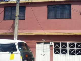 Un coche estacionado delante de un edificio en Casa en Venta en Perla Reforma Nezahualcóyotl