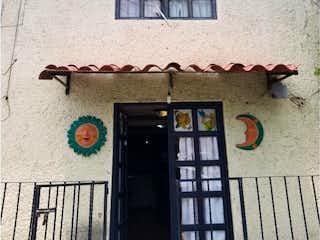 Un reloj en el lado de un edificio en Casa en Venta en El Rosario Xochimilco