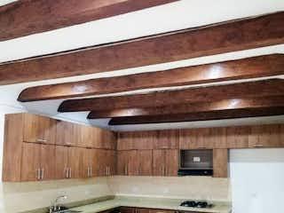 Una cocina con una estufa y un fregadero en Casa en Venta RIONEGRO
