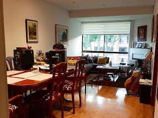 Una sala de estar llena de muebles de madera en Apartamento en Venta PUENTE LARGO