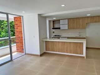 Un cuarto de baño con lavabo y un espejo en Apartamento en venta en Los Almendros, 102mt con balcon