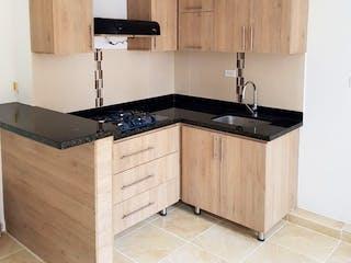 Una cocina con armarios de madera y una encimera en Apartamento en venta en Cabecera San Antonio De Prado de 2 habitaciones