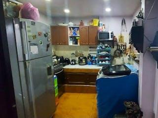Una cocina con nevera y una estufa en Casa en venta en Caicedo, de 90mtrs2