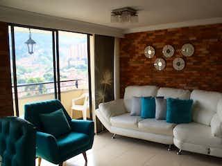 Una sala de estar llena de muebles y una gran ventana en Apartamento en venta en Loma De Los Bernal de 84m² con Piscina...