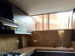 Una cocina con un fregadero y una estufa en Se vende Apartamento en la Mota, Medellin