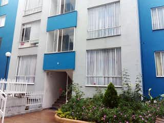 Un edificio azul y blanco en una calle en Apartamento En Venta En Bogota Suba