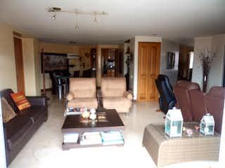 Una sala de estar llena de muebles y una chimenea en Apartamento Venta Medellin Laureles P.14 C. 3430434