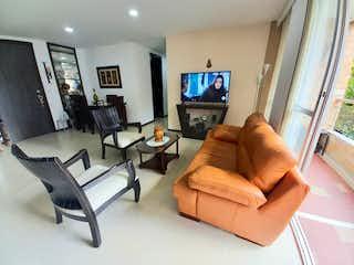 Una sala de estar llena de muebles y una televisión de pantalla plana en APARTAMENTO EN VENTA MEDELLN - SECTOR VELODROMO