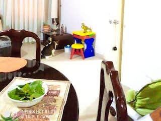 Una sala de estar llena de muebles y una ventana en Apartamento en Venta SUBA COMPARTIR