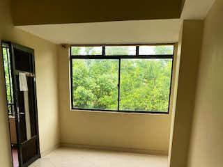 Un baño con una ventana, un lavabo y una ventana en Apartamento en Venta SAN BERNARDO