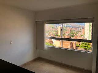 Una ventana en una habitación con una ventana en Apartamento en Venta LA AMERICA
