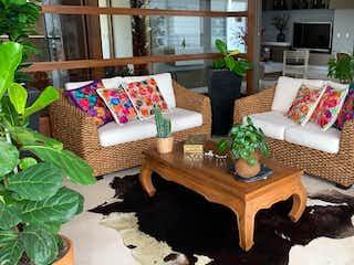 Una sala de estar llena de muebles y una chimenea en 103420 - En venta  Apartamento Las palmas moderno