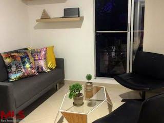 Una sala de estar llena de muebles y una chimenea en Torre Cesan