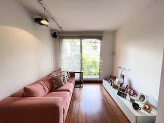 Una sala de estar llena de muebles y una ventana en Apartamento en venta en Barrio Niza, de 200mtrs2