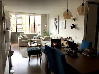Una sala de estar llena de muebles y una mesa en Apartamento en venta en Santa Bárbara Occidental de 89 mtrs2