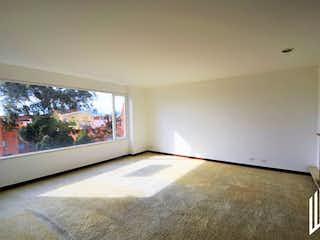 Una sala de estar llena de muebles y una televisión de pantalla plana en APARTAMENTO PARA VENTA EN BOSQUE MEDINA