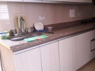 Una cocina con una estufa y un fregadero en CASA EN VENTA EL CARMEN VIBORAL