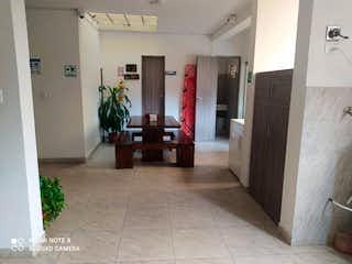 Una cocina con nevera y una planta en ella en Casa en venta en Velódromo de 280 mtrs2