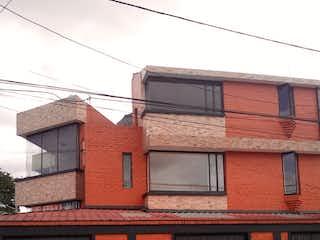 Un coche estacionado delante de un edificio en Casa En Venta En Bogota Normandia Primer Sector