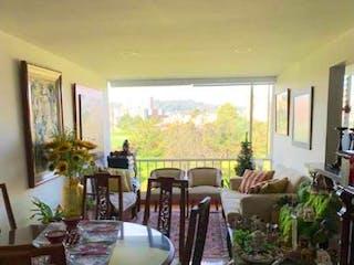 Una habitación llena de muebles y una ventana en Apartamento en venta en Mazurén, 70mt