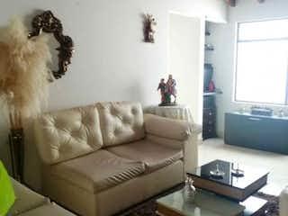 Una sala de estar llena de muebles y una televisión de pantalla plana en Apartamento en venta en Aeropuerto, 61m²