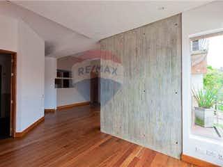 Una vista de una cocina desde el pasillo en Apartamento En Arriendo/venta En Bogota Chico Reservado