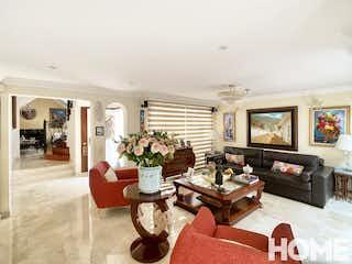 Una sala de estar llena de muebles y una televisión de pantalla plana en ESPECTACULAR CASA EXTERIOR EN ANTIGUA DE 3HABS – VENTA – Cll134 Cra11B – ANTIGUA