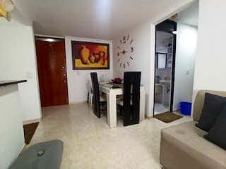 Una sala de estar llena de muebles y una televisión de pantalla plana en Apartamento en venta en Bomboná No. 2, de 52mtrs2
